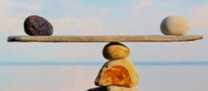 piedras en balanza